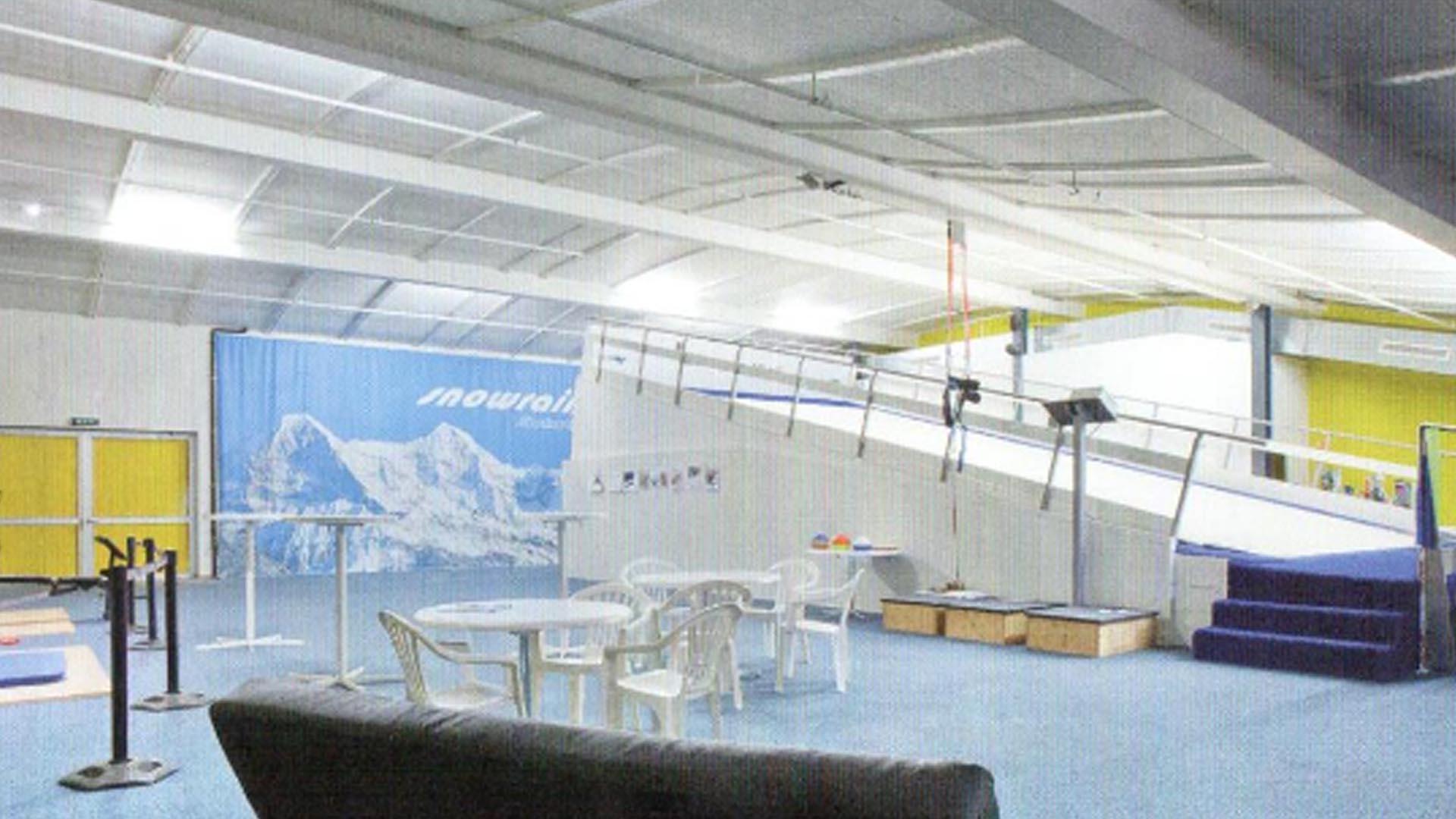 Die einzige IndoorSkianlage mit dem 7 Meter breiten und