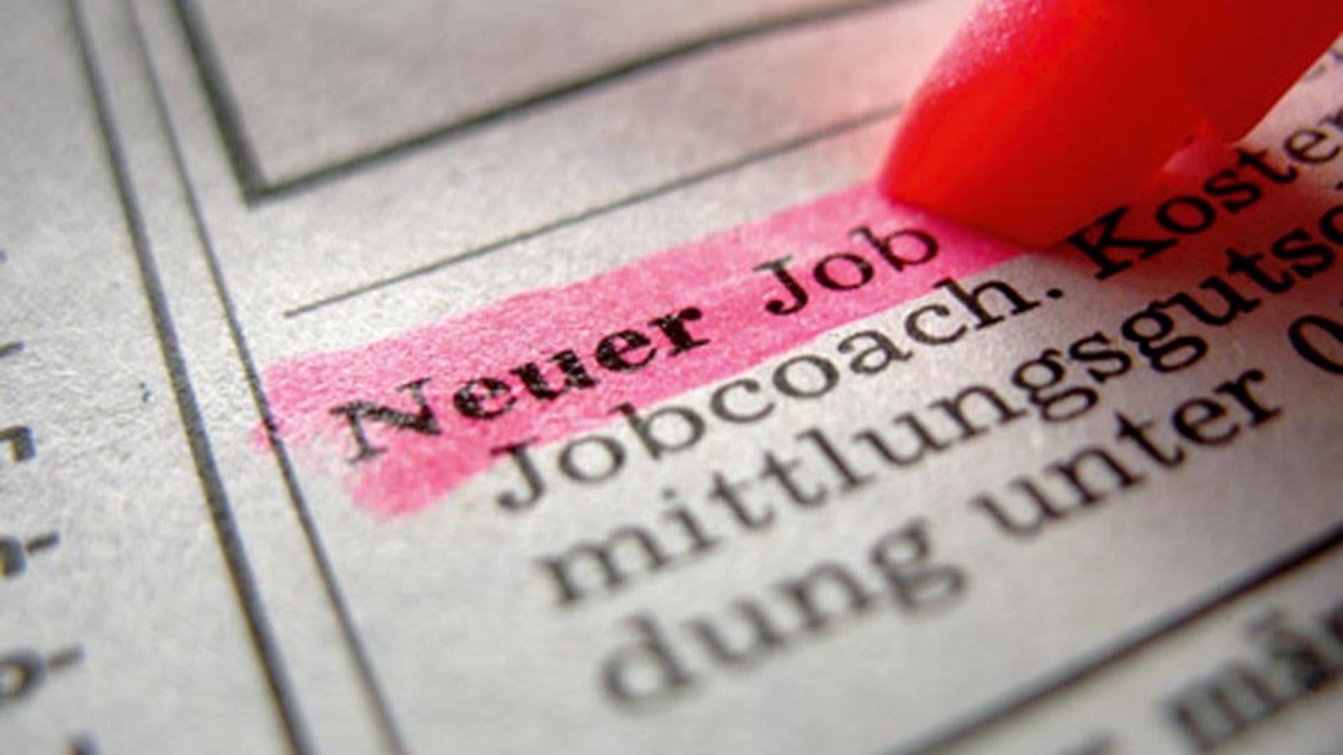 Der Abwärtstrend bei den Arbeitslosenzahlen im Bezirk hält an