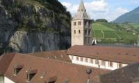 Der Franzose Alain Robert erklomm am Freitagabend den 49 Meter hohen Glockenturm der Abtei St-Maurice.
