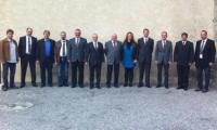 Nach den Wahlen an der DV des Oberwalliser Musikverbands in Brig-Glis präsentiert sich der alte und neue Vorstand gemeinsam.