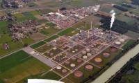 Nachdem der Kanton die Bewilligung erteilte, darf die Erdölraffinerie in Collombey wieder in Betrieb gehen.