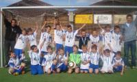 Die Junioren des FC Moosalp Törbel gewinnen den Titel in der Bergdorfmeisterschaft.